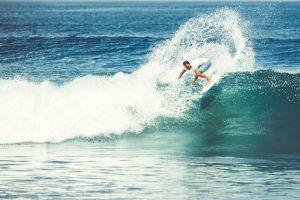 men and girls are surfing Toni García CEO Millennial Inmobiliario